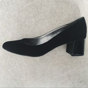 Bandolino Faux Suede Black Pumps